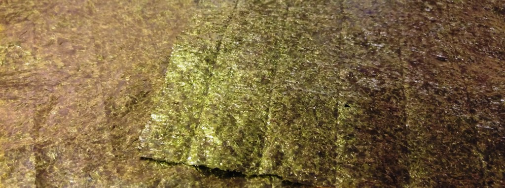 Glatte und raue Seite eines Nori-Algenblatts