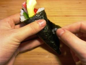 Verschließen der handgerollten Sushi