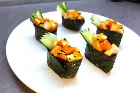 Gunkanmaki mit Surimi Salat