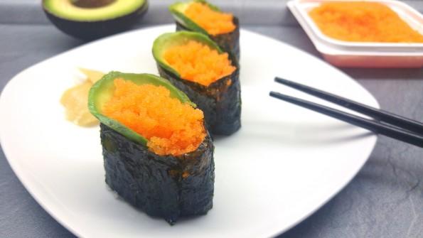 Gunkanmaki mit Masago und Avocado
