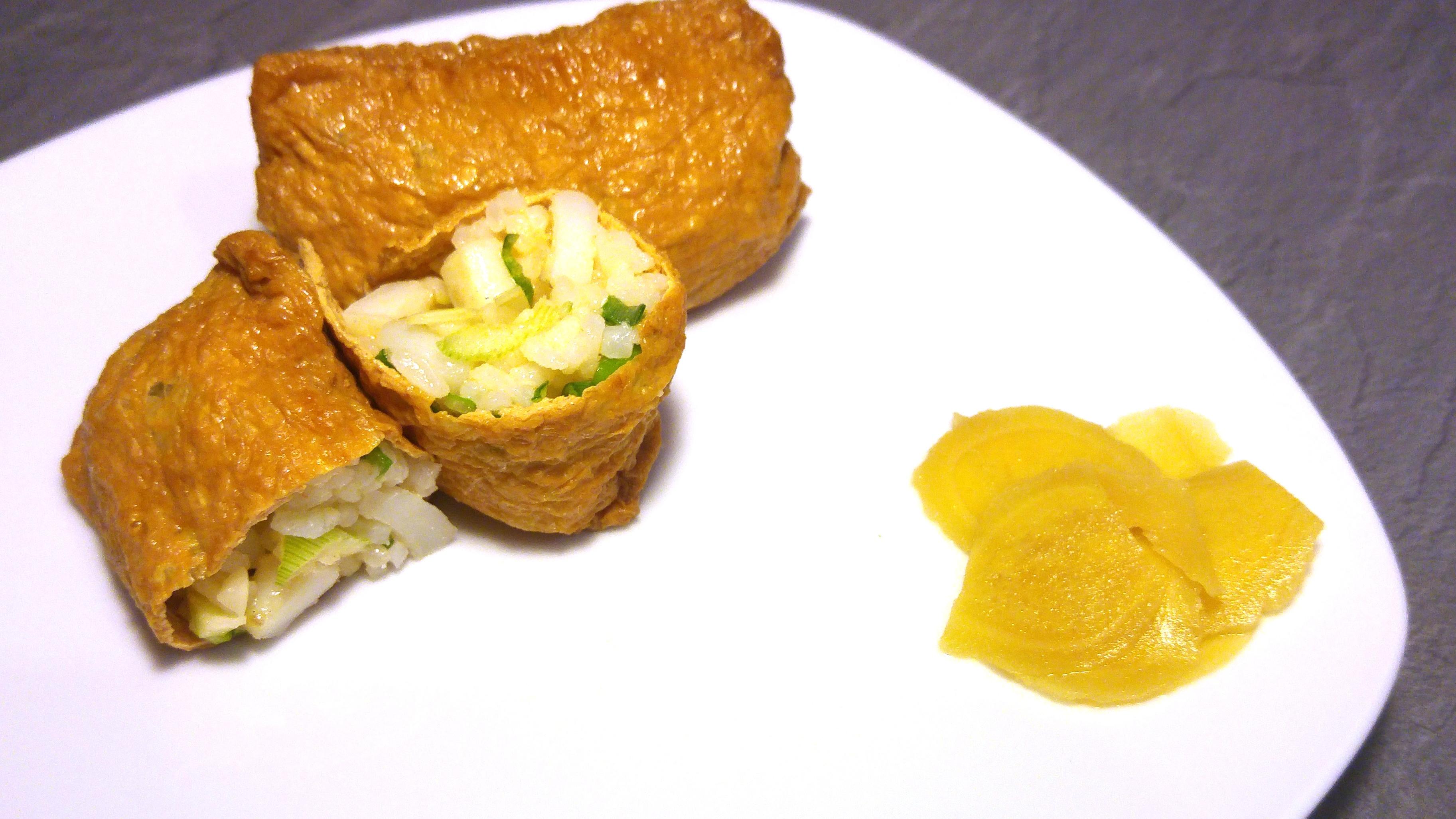 Inarizushi – Tofutaschen mit Füllung aus gebratenem Tintenfisch