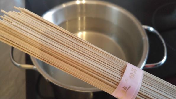 Soba Nudeln kochen