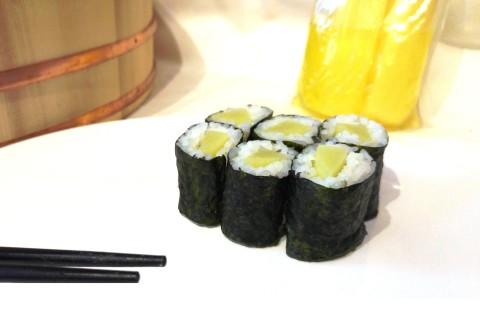 Hoso Maki Sushi mit Daikon