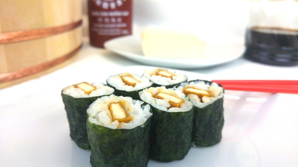 Hoso Maki Sushi mit würzig gebratenem Tofu