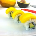 Inside-Out Sushi mit Mango und Avocado
