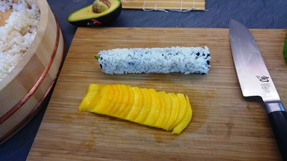 Mangostreifen ausbreiten und begradigen