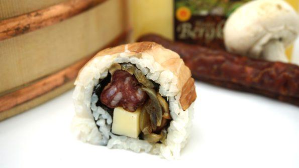 Insie-Out Sushi mit gebratenen Pilzen, Bergkäse und Rohesser