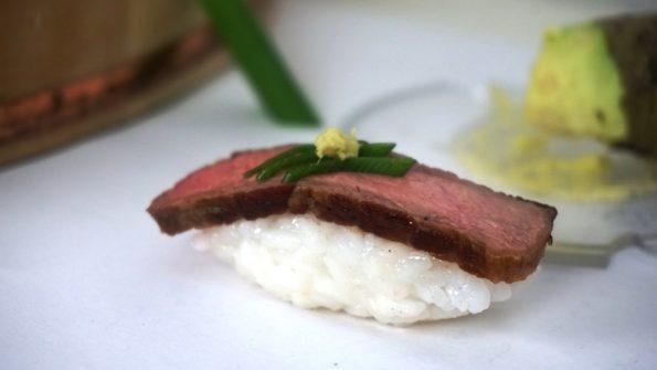 Nigiri Sushi mit Rumpsteak und echtem Wasabi