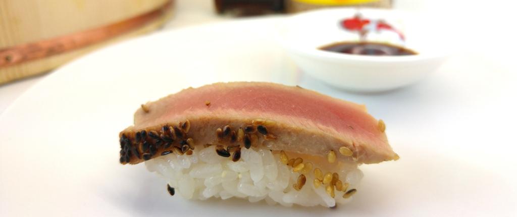 Nigiri mit gebratenem Thunfisch