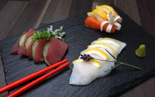 Saschimi selber machen - Rezept mit Lachs Thunfisch und Jakobsmuschel