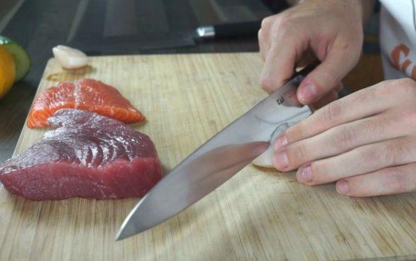 rohen Fisch für Sashimi schneiden