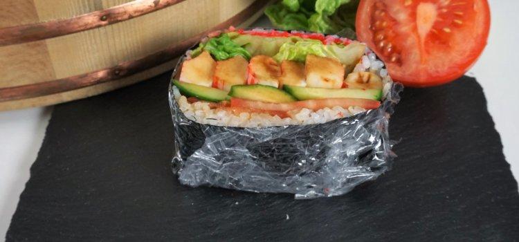 Sushisandwich / Onigirazu – der praktische Snack zum Mitnehmen