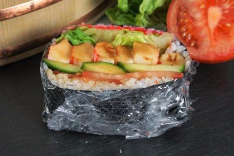 Sushisandwich Onigirazu - der praktische Snack zum Mitnehmen