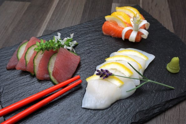 Sashimi aus Thunfisch, Jakobsmuschel und Lachs