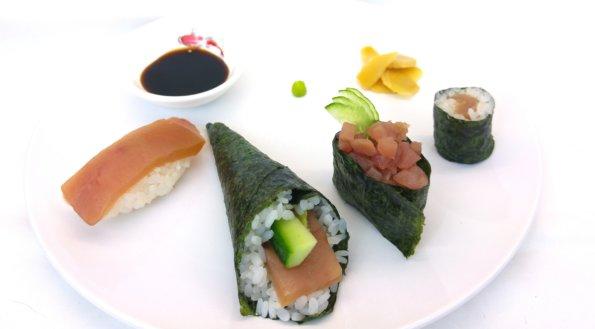 Vier verschiedene Thunfischsushi
